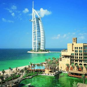 Burj Al Arab och Madinat Jumeirah är exempel på bra lyxhotell i Dubai.