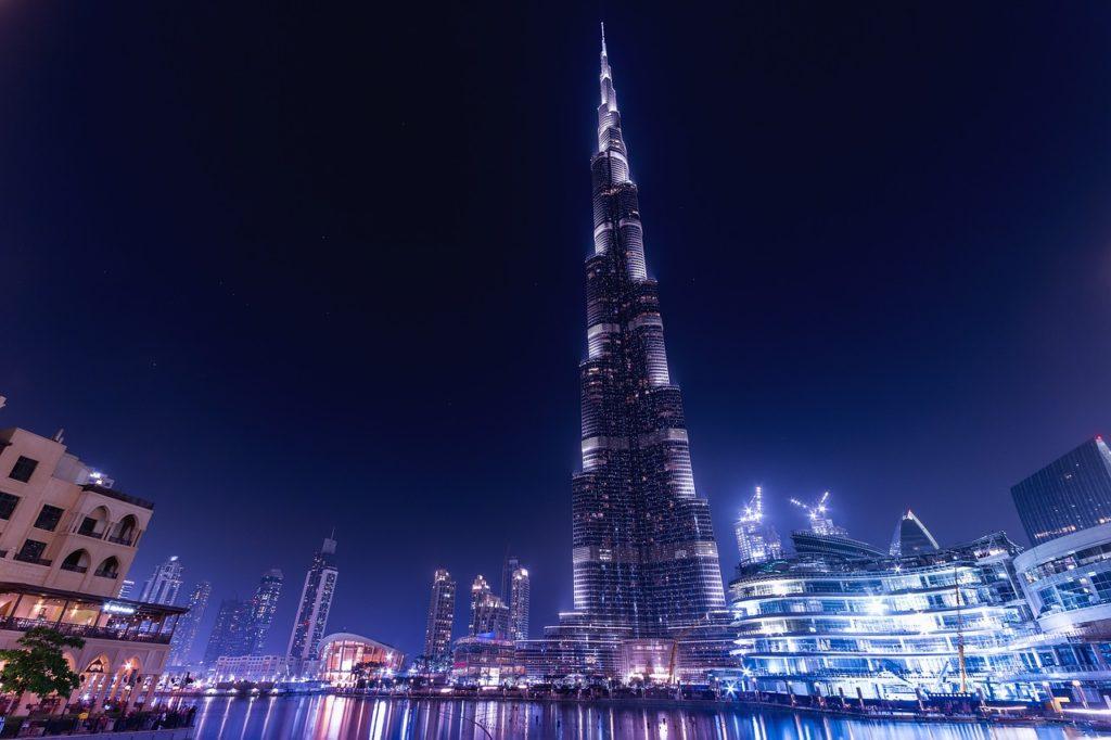 Dubai Mall, Burj Khalifa och fontänen. Ett måste när du besöker Dubai. Turist i Dubai.